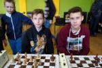 Шестиклассник и восьмиклассник уже успели познать все тонкости и сложности шахматно-шашечных боев