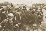 Как девочки во время войны носили хлеб из деревни в партизанский отряд
