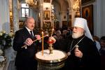 Прэзідэнт запаліў калядную свечку ў Свята-Духавым кафедральным саборы