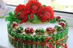 Як падарыць звычайныя цукеркі ў выглядзе торта