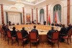 Лукашэнка: Атрымаць вучонае званне і прызнанне год ад году становіцца цяжэй