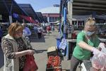 На брестских рынках лидеры продаж — молодой картофель и клубника