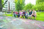 Витебские подростки посвятили газете «Звязда» рисунки на асфальте