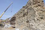 В Кревском замке начались работы по созданию арочного проема с въездными воротами и подъемником