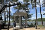На берегу озера Юбилейного, что под Гродно, появилась атмосферная ротонда