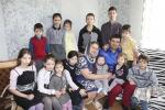 В деревне Сомино живет самая большая в стране семья — Сергея и Анны Холодовичей, у которых родилось 13 детей