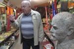 Полоцкий коллекционер собрал 700 бюстов, плакеток с изображением Ленина