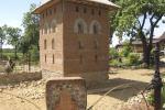 Ремесленник возводит на приусадебном участке копию архитектурного памятника