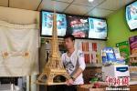 Эйфелева башня из бамбуковых палочек
