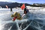 Ледовые гонки на лодках-драконах прошли на озере Тяньчи