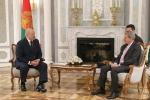 Аляксандр Лукашэнка сустрэўся з еўракамісарам Ёханесам Ханам