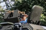 Спецназаўцы паказваюць узбраенне і амуніцыю