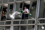 Почему нельзя выливать воду через окно?