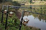 На рыбалке один рыбак украл удочки и рыболовные принадлежности в компании других