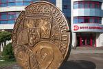 Трохметровая манета з бронзы з'явілася ў цэнтры Мінска