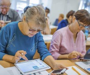 Пожилые белорусы осваивают мобильные технологии