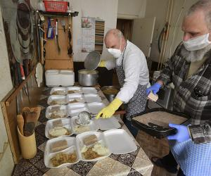 Волонтер проекта «Помощь бездомным»: тепло и поддержка даже через еду передаются
