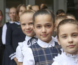 Собираемся в школу. В августе одна из главных задач мам и пап — «экипировка» детей к 1 сентября