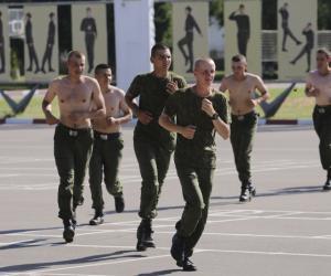 Корреспонденты «Звязды» посетили тренировку солдат перед праздничным парадом