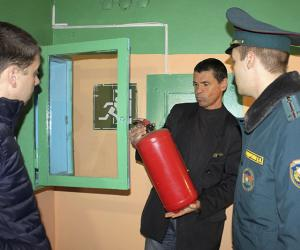 Как спасатели проверяют общежития
