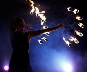 Кто выступает в файер-шоу: артисты или экстремалы?
