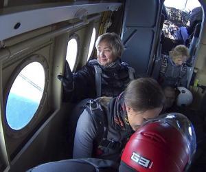 63-гадовая доктар з Ганцавічаў — пра тое, як скокнула з парашутам