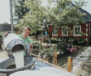 «Звязда» провела один день с молокосборщиком