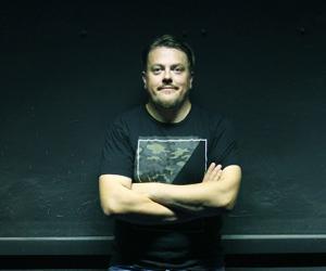 Александр Янушкевич: «Единственный способ пробить зрителя — поговорить с ним без прыжков и кривляния»