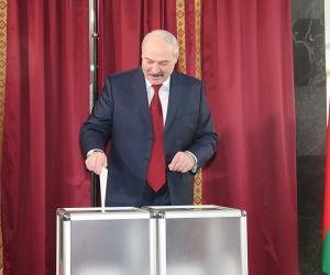Президент проголосовал на выборах в местные Советы депутатов