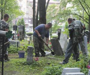 Справа аб Вайсковых могілках у сталіцы. Суд прызначыў штрафы спецкамбінату