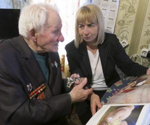 Война оставила ему жизнь, но забрала близких. Посетили кличевского ветерана войны Михаила Фельдмана