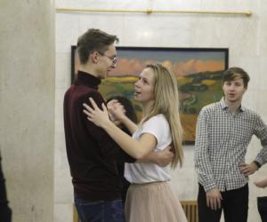 Как проходит очередная репетиция дебютантов первого «Венского бала с А1 в Купаловском театре»