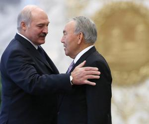 Лукашэнка аб адстаўцы Назарбаева: З вялікім шкадаваннем прыняў гэты крок