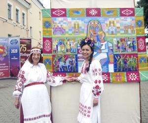 Что символизирует уникальный гобелен с изображением Матери-Беларуси, и кто воплощен в образе фронтовой медсестры