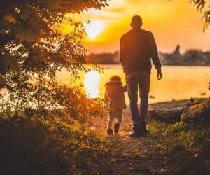 Если отец против заграничных поездок сына…