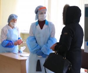 «Большинство пациентов диагноз воспринимают адекватно». Как работают выездные бригады, лечащие пациентов с COVID-19 дома