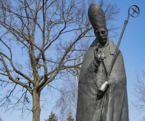 У Смалявічах устаноўлены помнік святому Валянціну