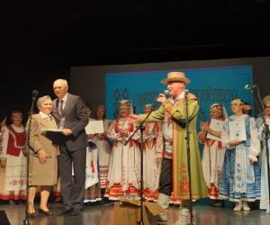 Так сэрца беларускае пяе