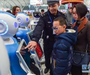 Роботы-полицейские на вокзале