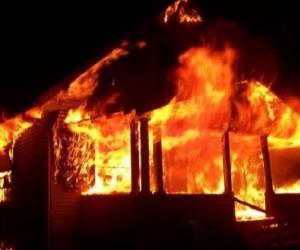 Вясковы жыхар бясстрашна ўвайшоў у палаючы дом і вынес адтуль дзіця