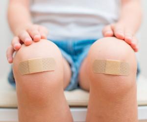Как защитить детей от травм при катании на велосипедах и самокатах