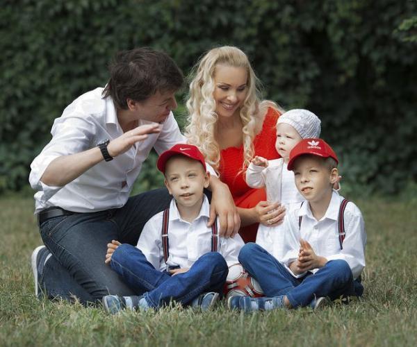 Мастацкі кіраўнік «Песняроў» пра радасці і складанасці сямейнага жыцця