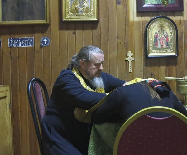 Што шукаюць сем'і, якія едуць да айца Валерыяна ў пасёлак Смілавічы?