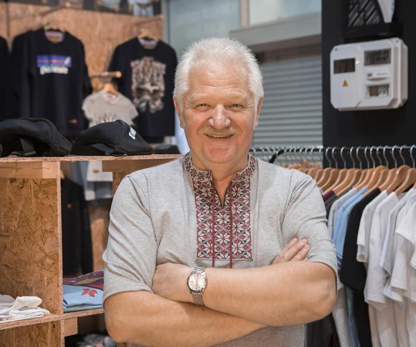 Настаўнік на пенсіі «знайшоў сябе» ў краме моднага адзення
