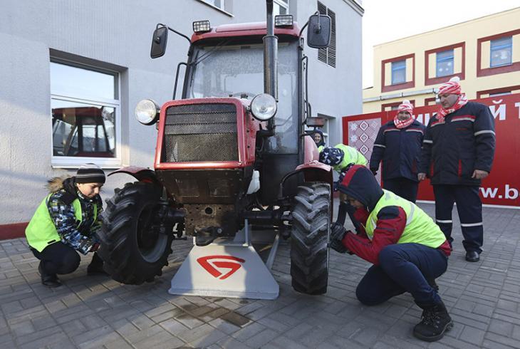 Збяры трактар!