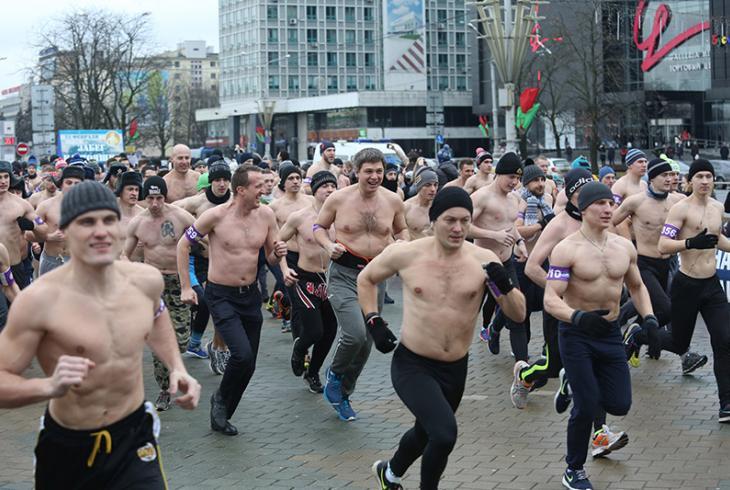 У гонар 23 лютага ў цэнтры Мінска адбыўся «Забег сапраўдных мужчын»
