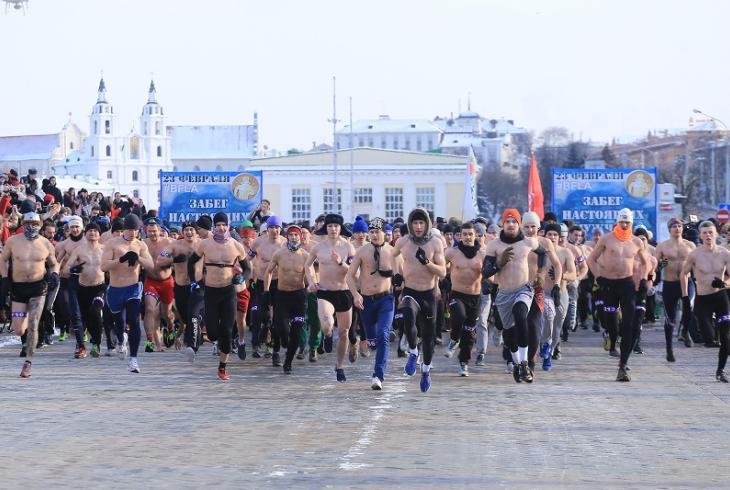 У Дзень абаронцаў Айчыны ў Мінску прайшоў забег сапраўдных мужчын