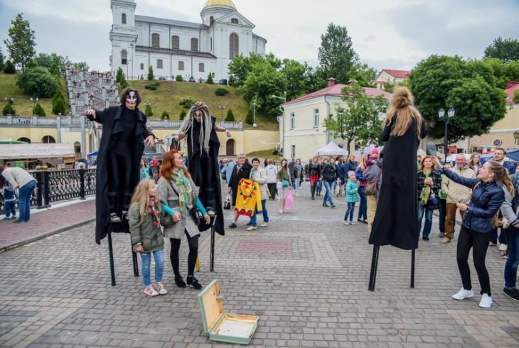 Фотафакт: фэст вулічнага мастацтва ў Віцебску