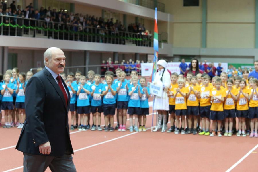 Аляксандр Лукашэнка: Сярод удзельнікаў Каляднага дзіцячага лёгкаатлетычнага свята ёсць будучыя чэмпіёны