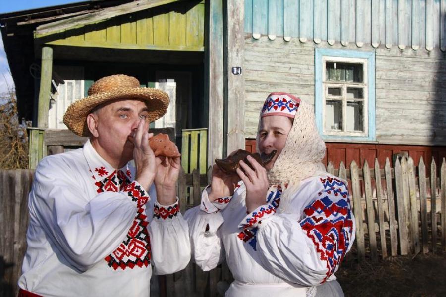 Сям'я крычаўскіх ганчароў адраджае майстэрства глінянай цацкі